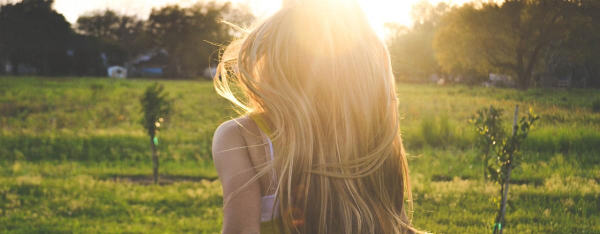 girl-grass-hairs-5021